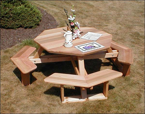 Make Your Home and Garden Beautiful By Using Red Cedar Western Furniture