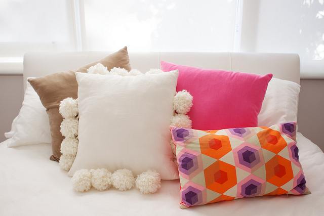 Types Of Decorative Pillow : Throw Pillows-Different Types and Uses - Homeaholic.net