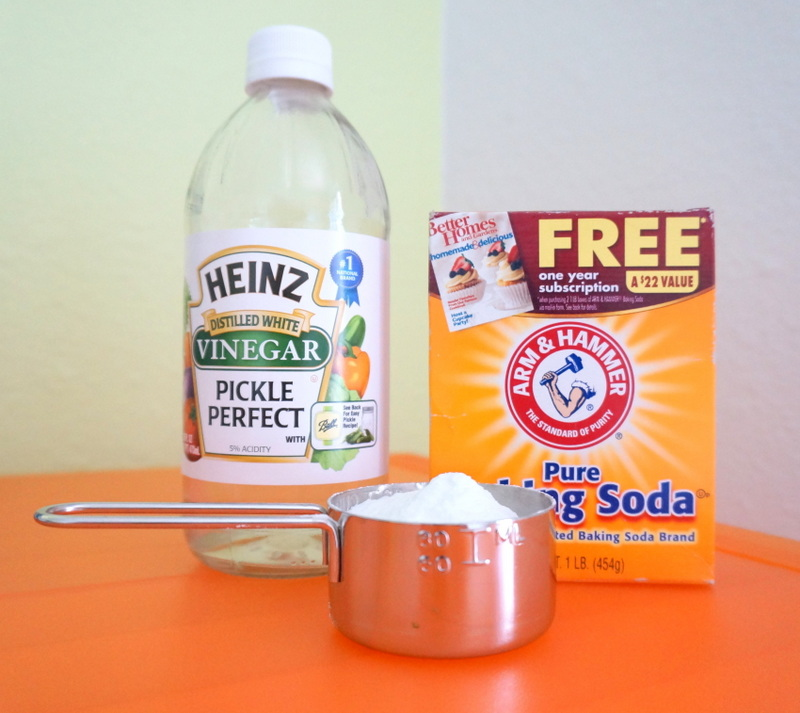How to Clean a Microwave with Vinegar and Baking Soda