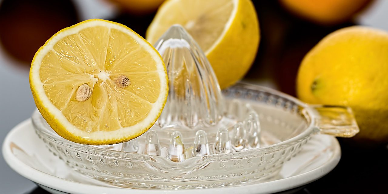 HOW TO CLEAN OVEN WITH LEMON