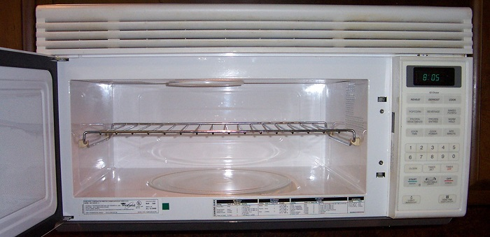 IMPORTANCE OF CLEANING THE OVEN