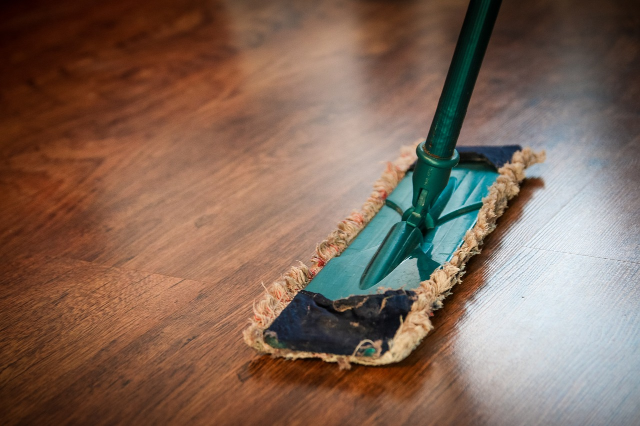 Cleaning wood floors with Vinegar