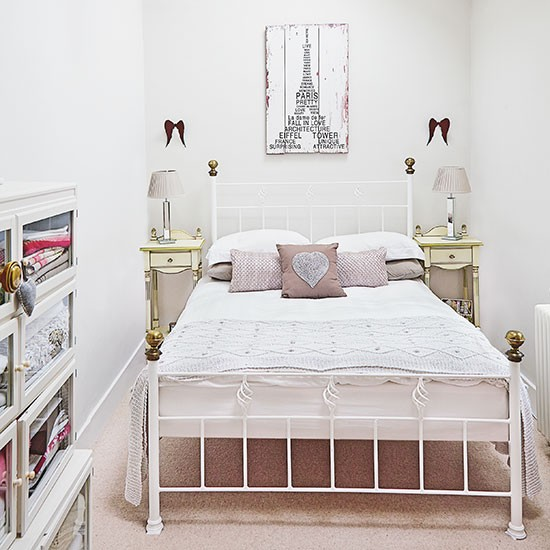 How To Make Small Bedrooms Look Bigger Homeaholicnet - Small white bedroom ideas