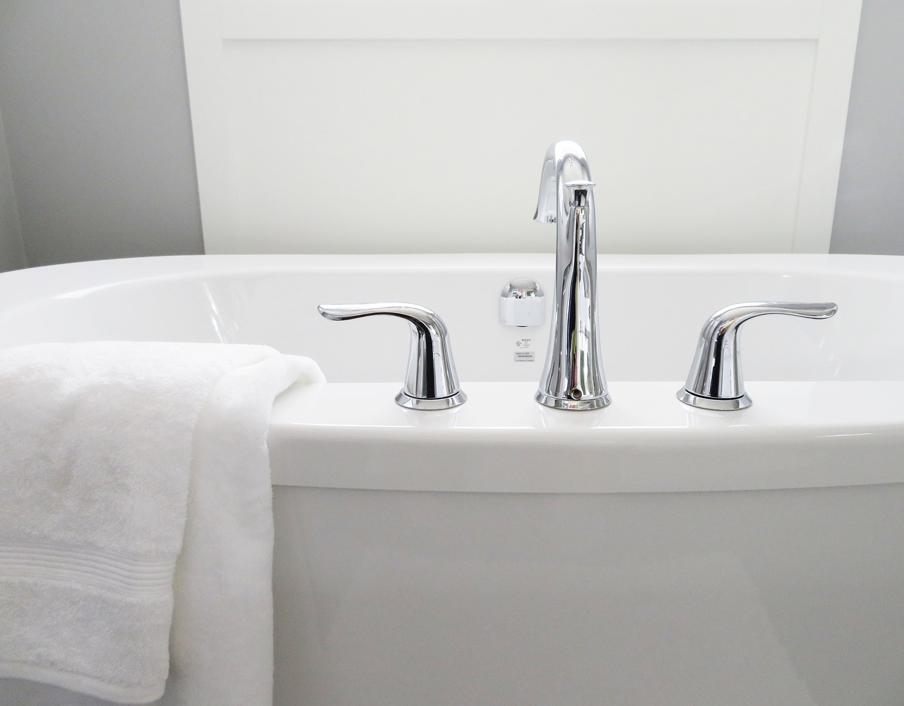 How to Remove Stains from Bathtub- Acrylic Bathtubs