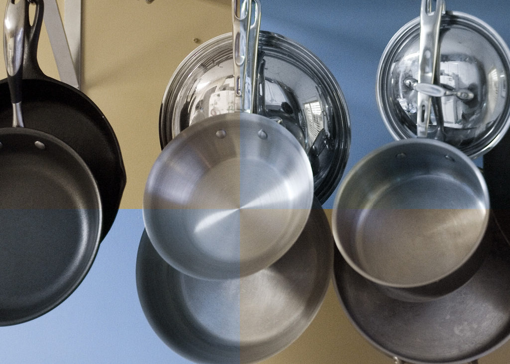 Baking Soda and Vinegar Cleaning Solution to Clean Pots and Pans