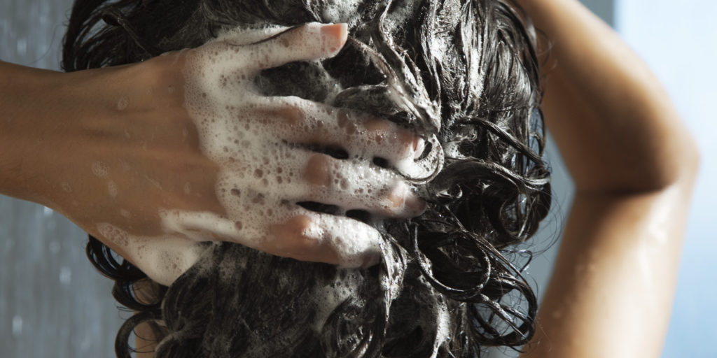 Baking Soda and Vinegar Cleaning Solution to Wash Hair